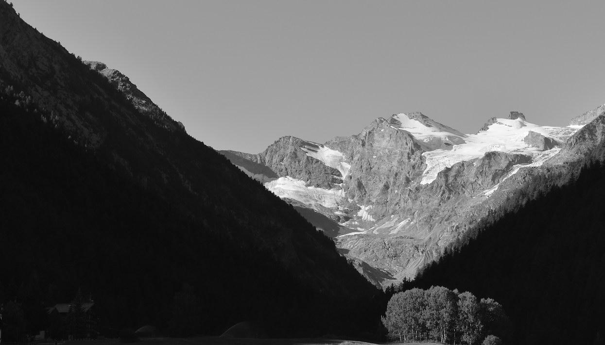 Cogne angoli di paradiso bianco e nero